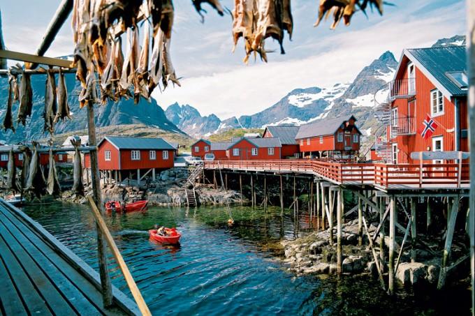 Typische Rorbuer (Fischerhütten) auf den Lofoten