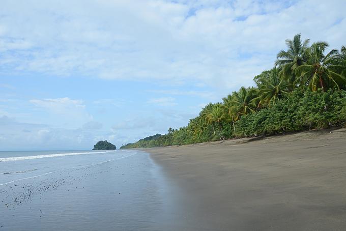 Der dunkle Strand von Nuquí