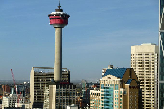Aussicht vom Delta Bow Valley auf die Innenstadt mit Calgary Tower