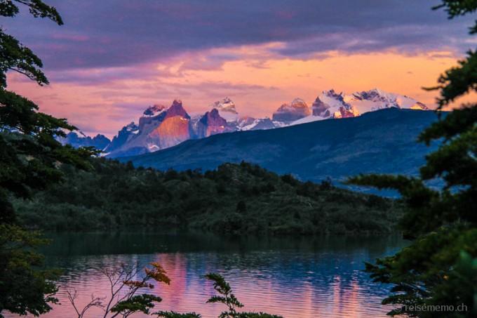 Sonnenaufgang in Cuernos del Paine, Patagonien