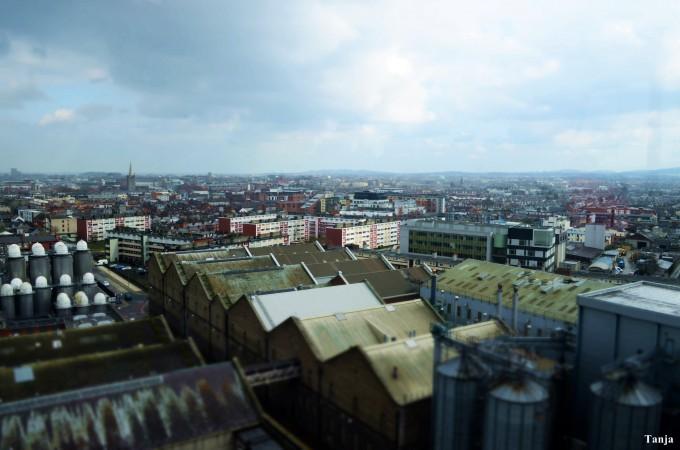 Fantastische Aussicht von der Gravity-Bar über ganz Dublin, die sich zuoberst in der Guinness-Brauerei befindet