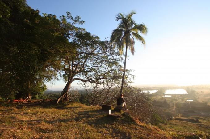 Sonnenaufgang am Wat Phou