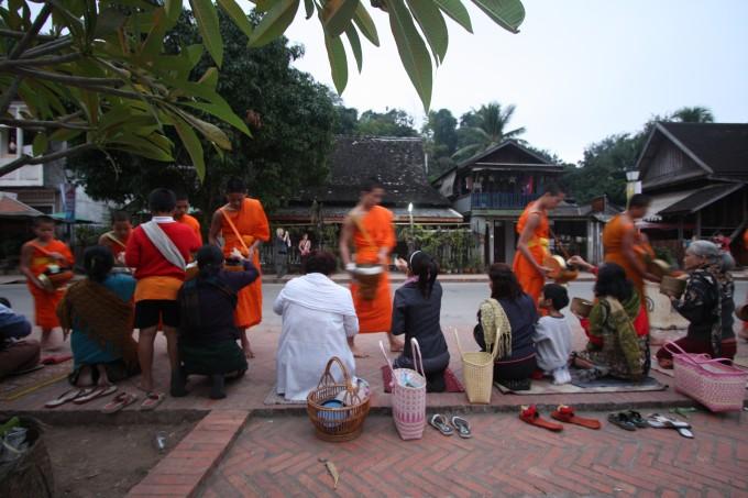 Almosengang der Mönche, Luang Prabang
