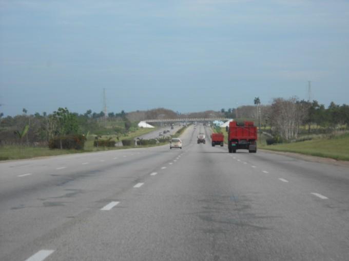 Auf der kubanischen Autobahn