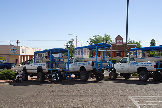 Offroad-Fahrzeuge im Antilope Canyon