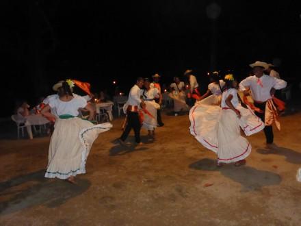 Einheimische Tanzgruppe im Hotel Capitàn Suizo