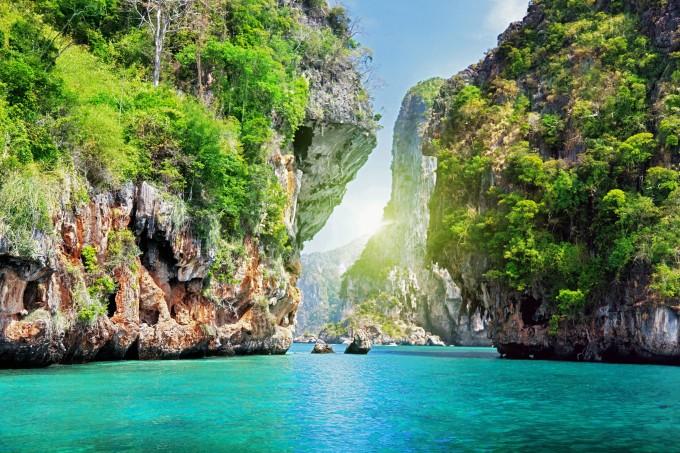 Die berühmten Steinfelsen in Krabi