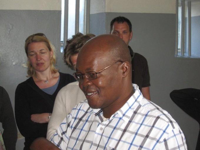 Soso, der 60-jährige ehemalige Gefangene, erzählt über seine Zeit auf Robben Island