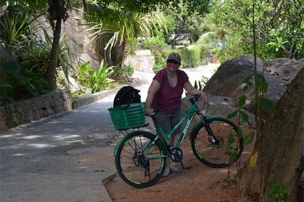 Brigitte Schweingruber auf ihrer Velotour über die Insel La Digue