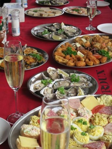 Frische Austern, Fisch, Sekt...