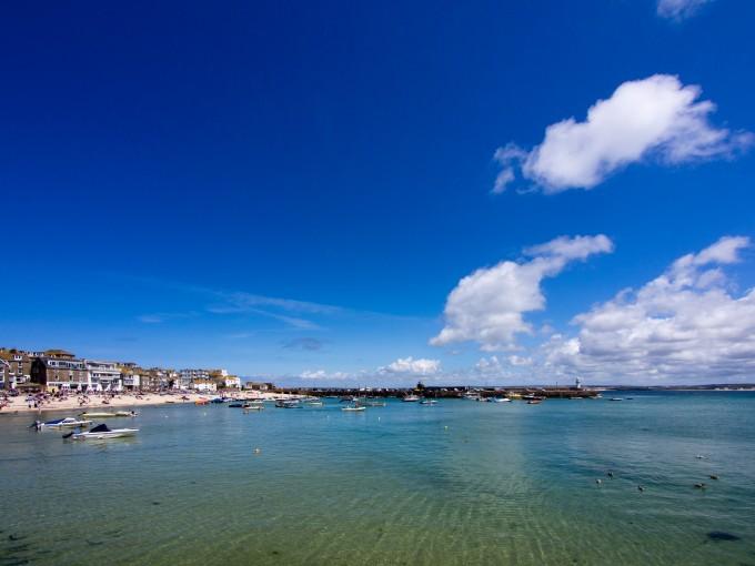Ein sonniger Tag in der Bucht von St. Ives (Copyright: nosha @ Flickr)