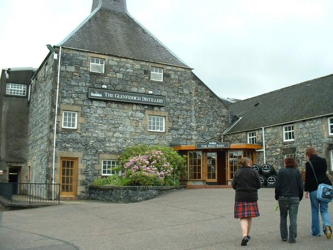 Die bekannte Glenfiddich Destillerie in der Speyside Whisky-Region (Copyright: Piano Piano!, hans thijs @ flickr)