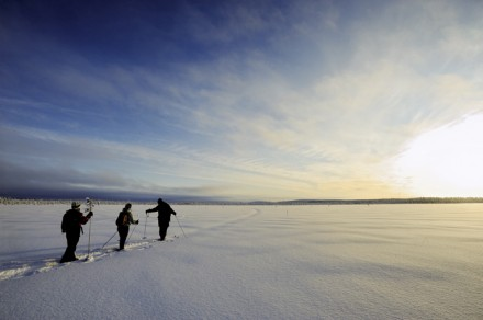 Schneeschuhwanderung in der Dämmerung