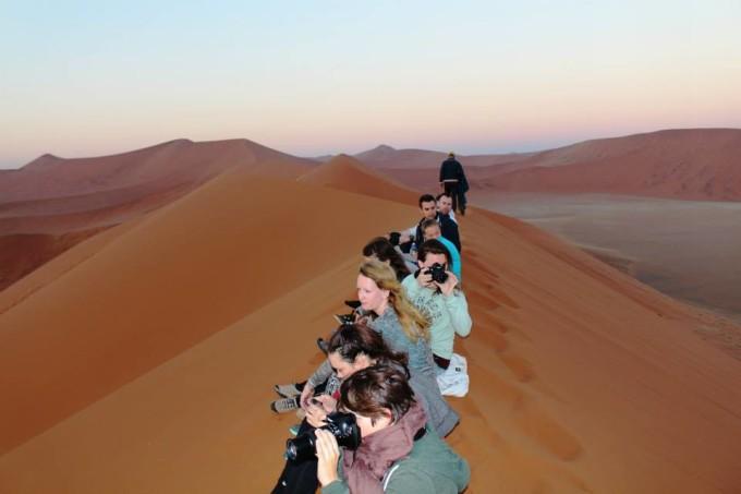 Sonnenaufang auf Dune 45 in der Sossusvlei Wüste