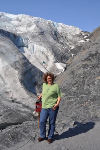Saskia Weber vor dem Exit Gletscher bei Seward