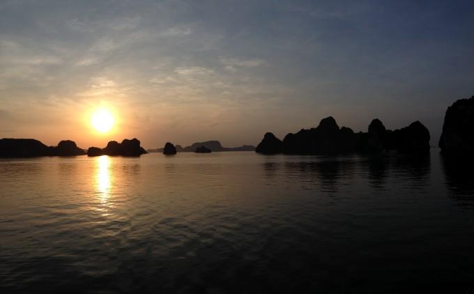 Sonnenaufgang in der Halong Bay