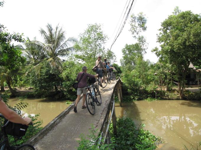 Typische kleine Brücke im Mekong-Delta