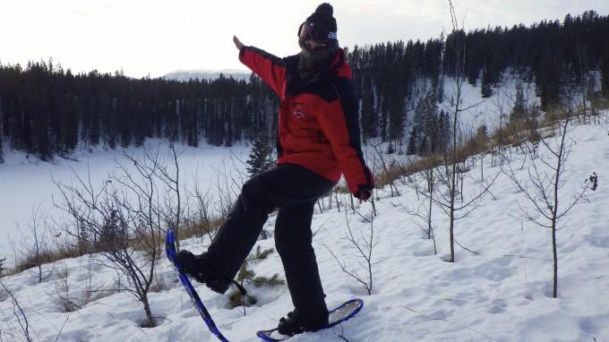 Schneeschuhwandern im kalten Winter Yukons