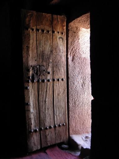 Der Lichteinfall am Eingang lässt die Spuren der Entstehung dieser unglaublichen Bauwerke erkennen.