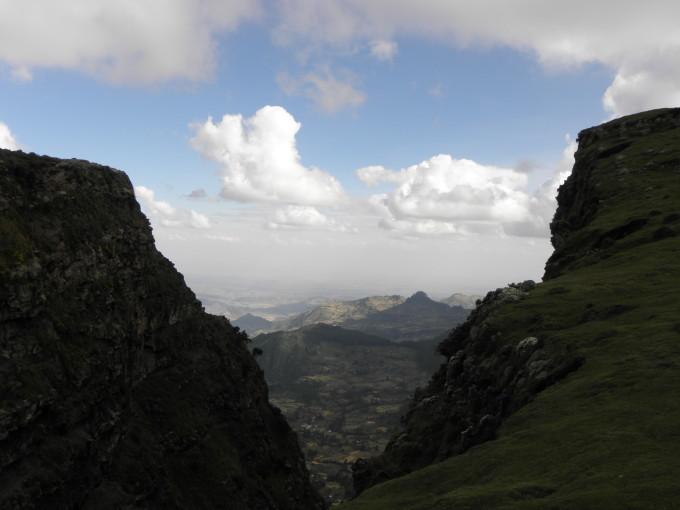 Sicht vom Hochland auf die tiefer gelegene Regionen des Grabenbruchs