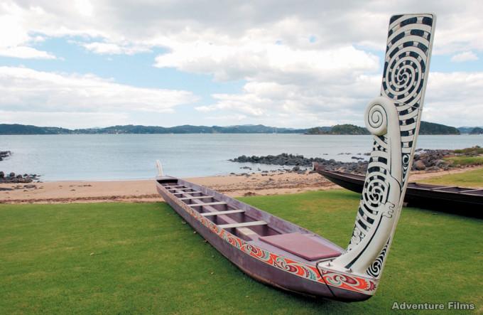 Ein Waka (Kriegskanu) in Waitangi