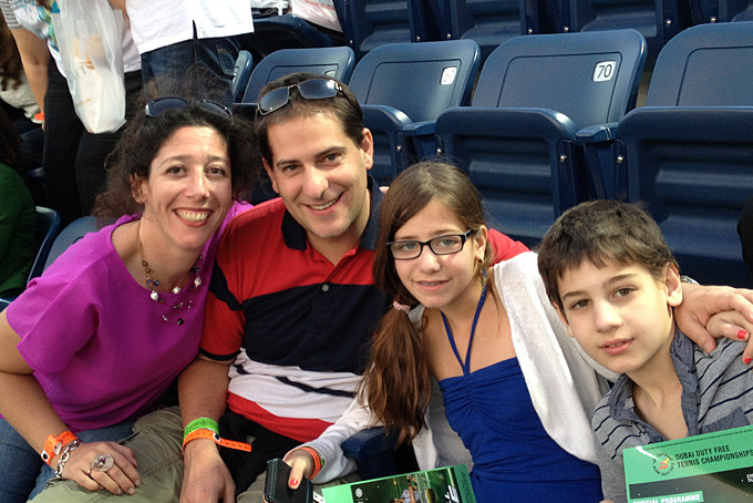 Family Herren au tournoi de tennis