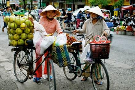 Aud den Strassen von Vietnam: Fliegende Strassenverkäuferinnen