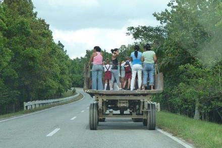 Lastwagen - Taxi für die Einheimischen