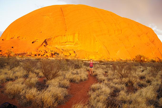 Spaziergang um den Uluru beim Sonnenaufgang