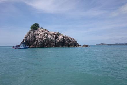 Mit dem Boot rund um die Insel