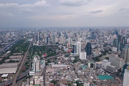 Blick auf Bangkok vom höchsten Gebäude der Stadt