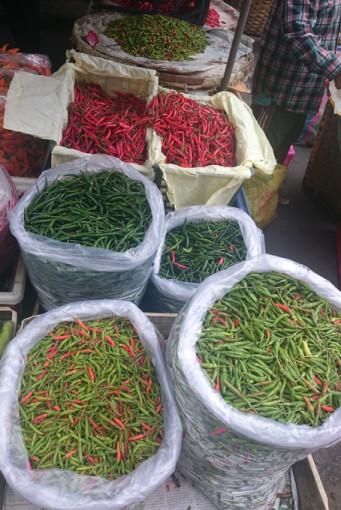 Chilis am Frischwarenmarkt