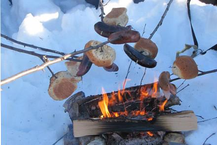 Mittagessen am Lagerfeuer