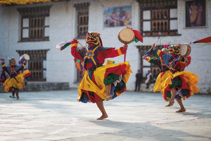 Traditioneller Maskentanz in Mongar