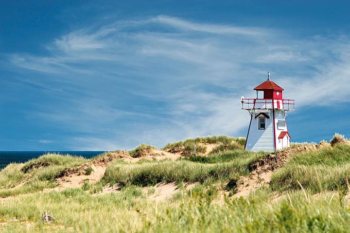 Dünen mit Leuchtturm auf Prince Edward Island