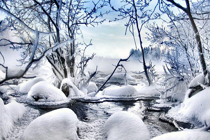 Märchenhafte Schnee- und Eislandschaft in Levi, Finnisch Lappland