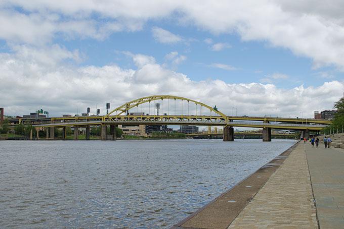 Auf dem River Side Trail am Flussufer entlang