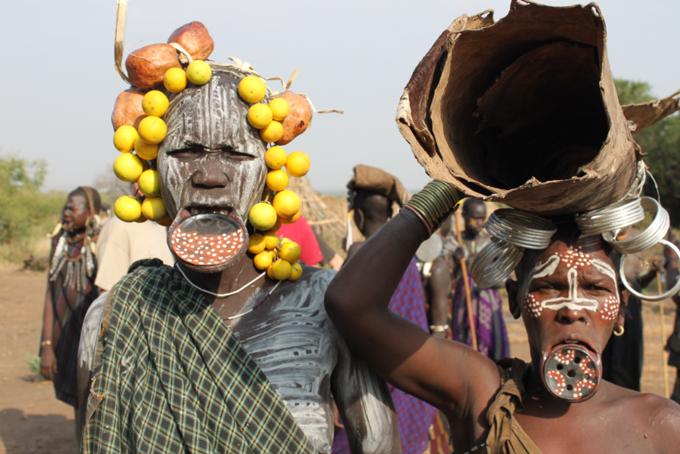 Mursi-Frauen mit Unterlippen-Teller