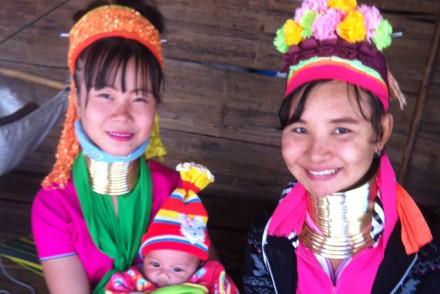 Thailänderinnen mit Baby