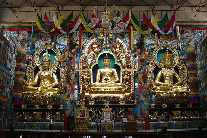 Goldene Buddha-Figuren