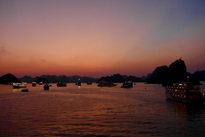 Sonnenuntergang in der Halong Bay