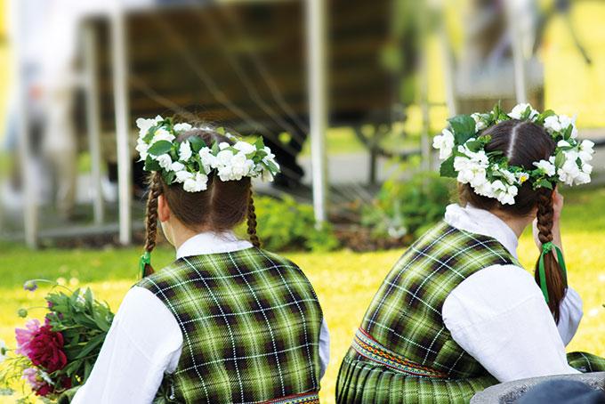 Lettonie: la traditionnelle fête de la Saint-Jean
