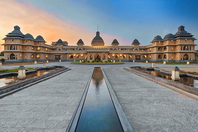 Evolve Back Kamalapura Palace, Hampi