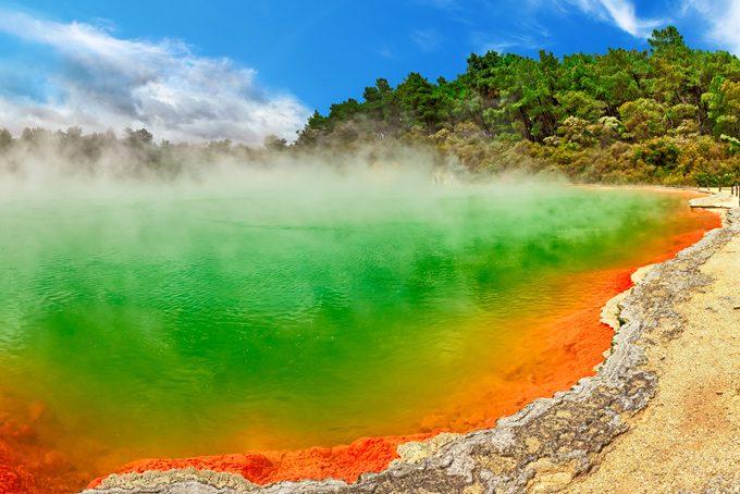 Thermalquelle Champagne Pool, Wai-O-Tapu (ca. 30 km von Rotorua)