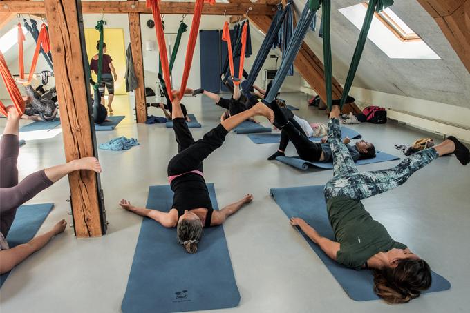 Aerial Yoga – ein Gefühl von Schwerelosigkeit