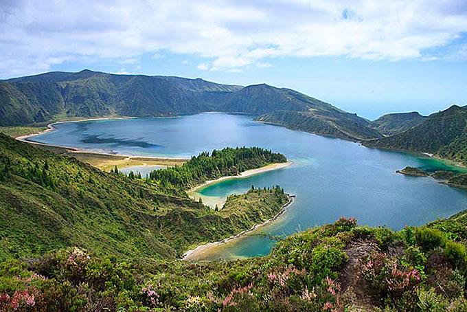 Kratersee auf der Insel São Miguel, Azoren