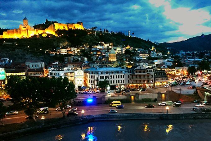 Lumières du soir sur Tbilissi