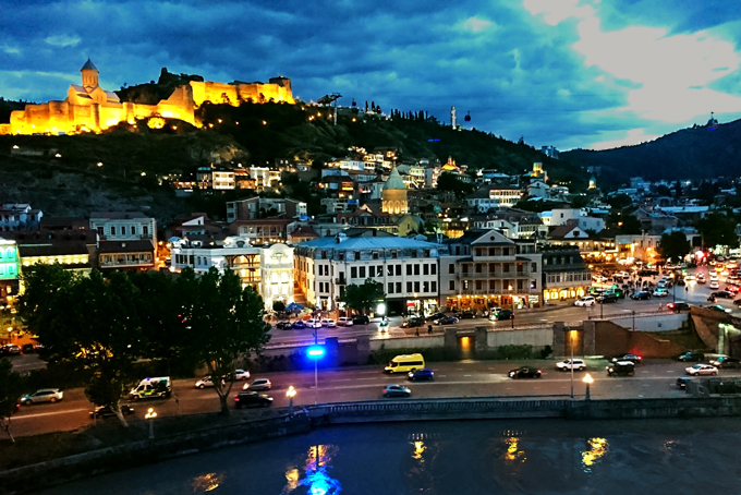 Tbilisi bei Dämmerung