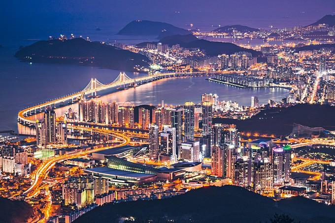 Die Metropole Busan bei Nacht