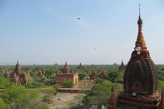 Vue sur la plaine de Bagan.